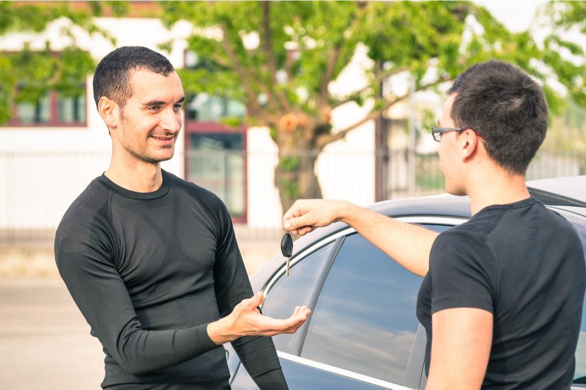 Mașină nouă sau second hand - Varianta potrivită pentru persoanele care au buget limitat-min