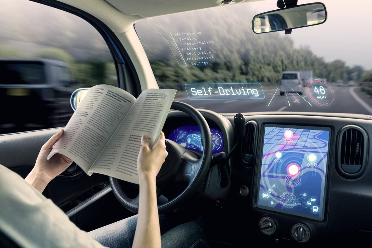 Tehnologia mașinilor autonome și limitările care întârzie implementarea ei